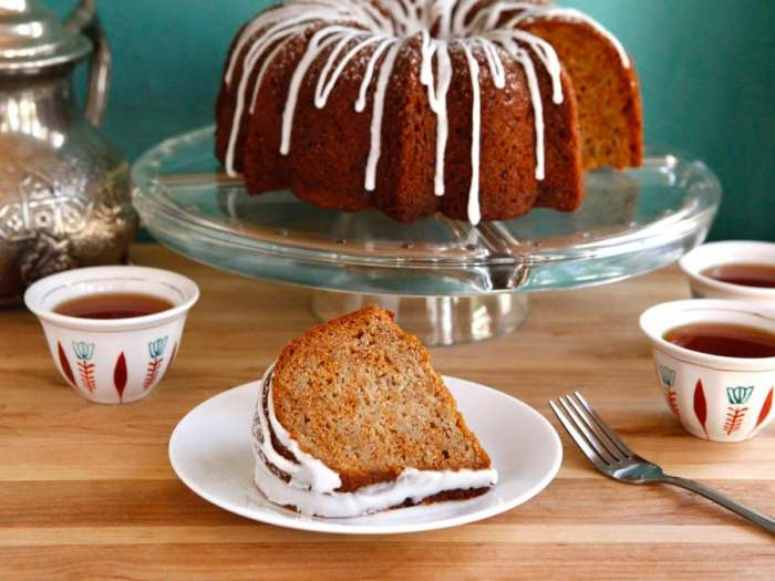 Parve Honey Apple Cake for Rosh Hashanah Dinner | Crafts & Kugel